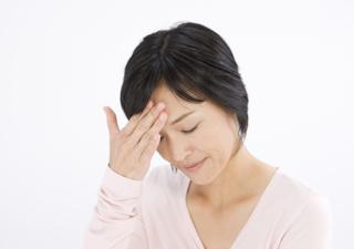 頭痛の女性